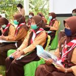 Kwarda Riau Bagikan Perlengkapan Sekolah Bagi Anggota Pramuka