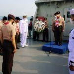 Hari Pramuka ke-60, Kwarnas Gelar Upacara Tabur Bunga di Teluk Jakarta dari Atas KRI Kurau