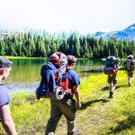 Pasukan Menemukan Petualangan di Wilderness Three Sisters